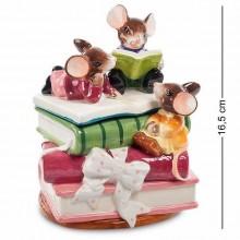 Статуэтка-шкатулка в виде стопки книг, на которой расположились три мышки.