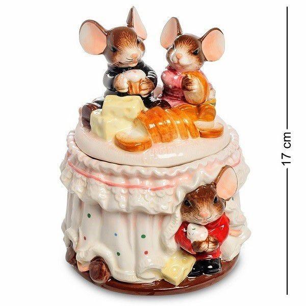 Шкатулка в виде стола с угощением, на котором празднуют мыши