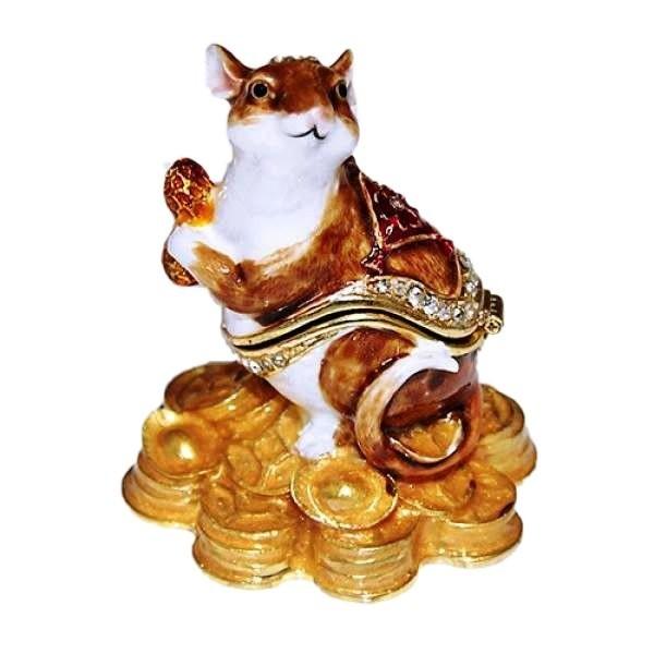 Ювелирная шкатулочка из металла со стразами, изображающая мышку, сидящую на горке золотых монет