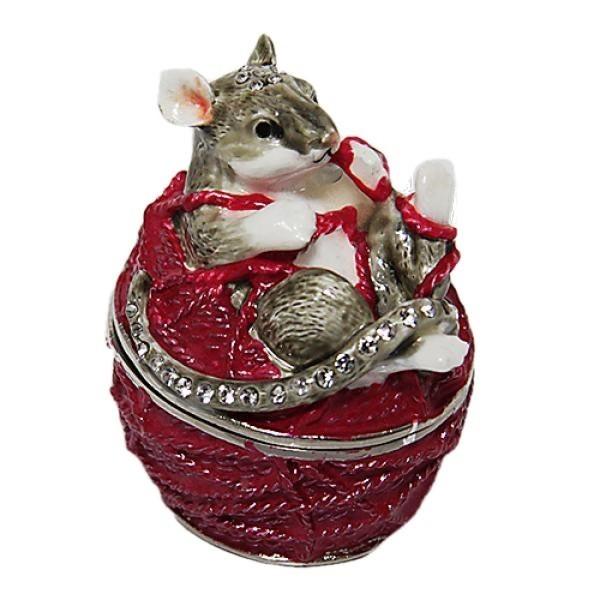 Красивая шкатулка из металла со стразами в виде клубка пряжи в котором запуталась мышка